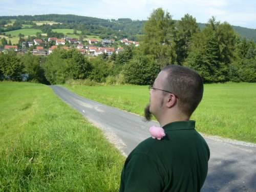 Wimbauer mit Haekelschwein in der Rhön, August 2009