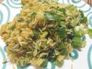 Reis mit Lauchzwiebeln